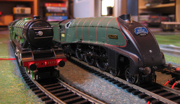 Falcon stops to commiserate with Flying Scotsman, currently out of order. Ignore the fact that the liveries are from two completely different eras. Ignore too the stack of SIMPSONS DVDs in the background.